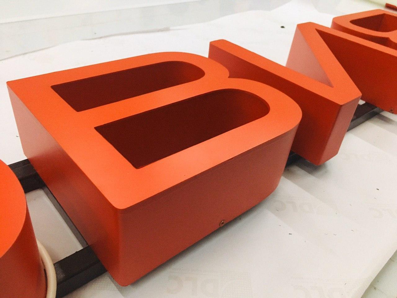 объемные буквы на металлоконструкции